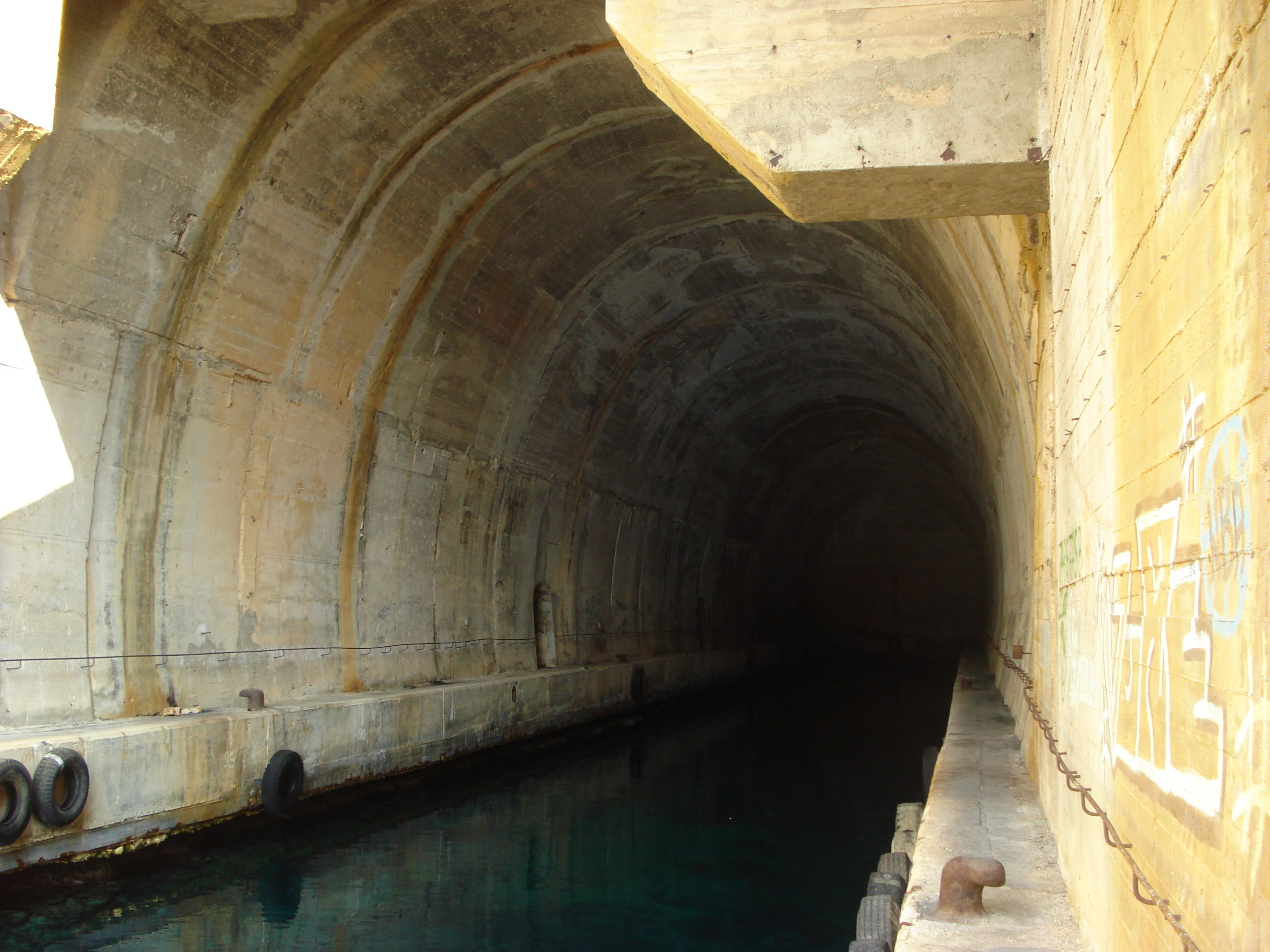 Submarin tunnel Vis