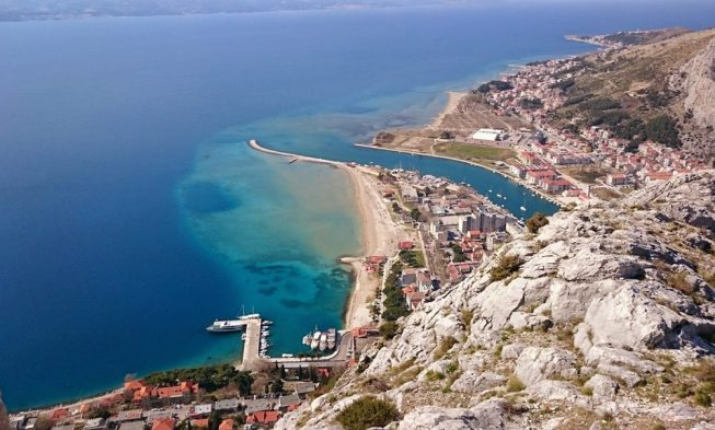 Karte Split Dubrovnik.Omis Croatia Travel Guide