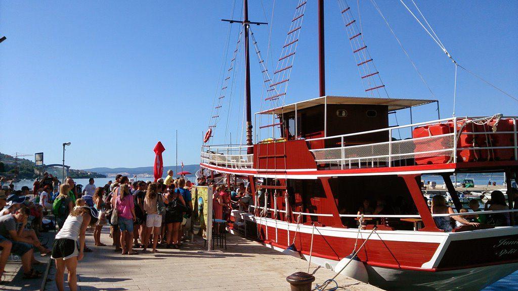 Fishpichnic boat Omis