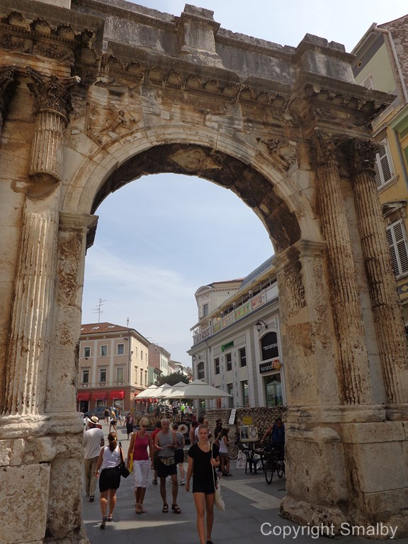 Golden gate Pula