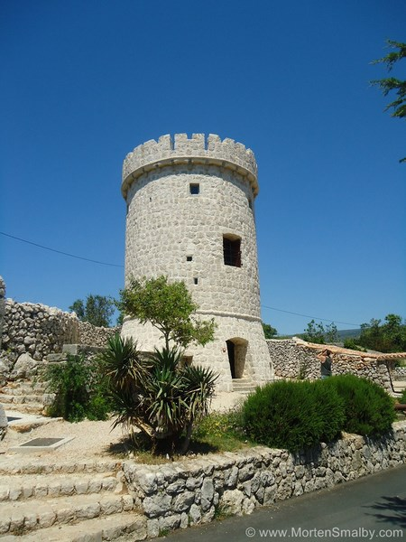 Round tower-Cres