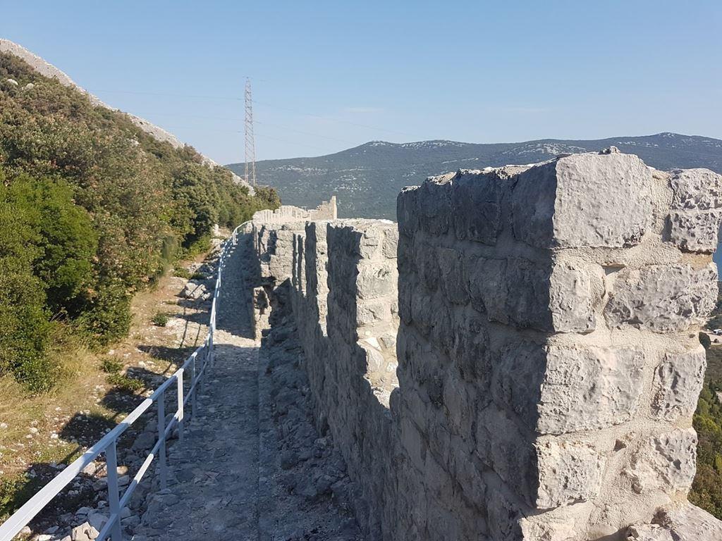 Top of the ston wall